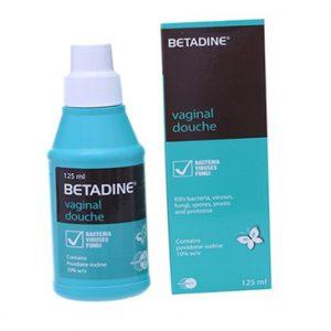 Betadine Vaginal Douche rửa sạch âm đạo trong điều trị chứng viêm âm đạo do Candida, Trichomonas.