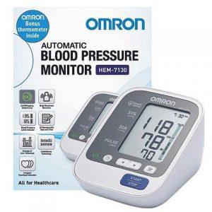 Máy đo huyết áp Nhật Bản Hem 7130 luôn luôn cho ra kết quả chính xác nhất. Có đèn chỉ dẫn cách quần vòng bít đúng, báo lỗi cử động người và nhịp tim bất thường khi đo