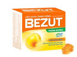Viên ngậm thảo dược BEZUT không đường chứa tinh dầu Tràm, tinh dầu gừng, tinh dầu húng chanh (tần), tinh dầu quế và các tinh dầu thảo được thiên nhiên vv... giúp ấm họng, vệ sinh đường thở, sát khuẩn hầu họng (đường hô hấp trên), ngăn ngừa cảm cúm, cảm lạnh, ho. Có thể dùng thường xuyên để ngăn ngừa cảm cúm.